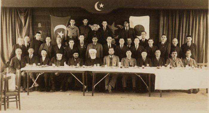 Абдурашид Ибрагим вместе с представителями татарской общины в Токио (Фото: архив университета Васеда).