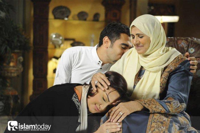 Матери больше требуется проявлять любовь и внимание (Фото: madrasah2.ru).