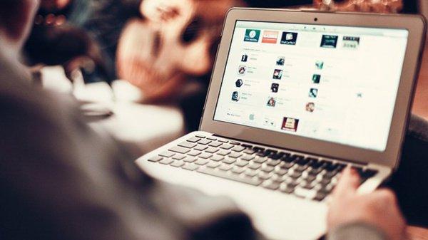 Что вы скажете относительно использования социальных сетей? Можно ли размещать там свои фотографии? (Малика)