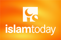 Надпись на браслете Демба: «О, Посланник Аллаха! Мы полюбили тебя не увидев»