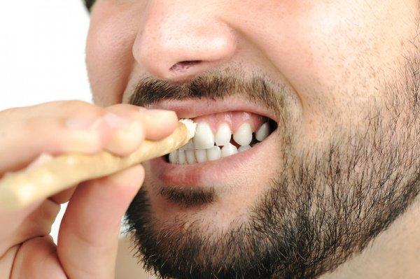 Мисвак – отличное натуральное средство для ухода за зубами и сохранения их красоты