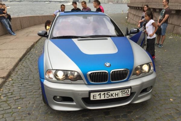 Школьница из Челнов показала BMW, выигранный в «ВКонтакте».