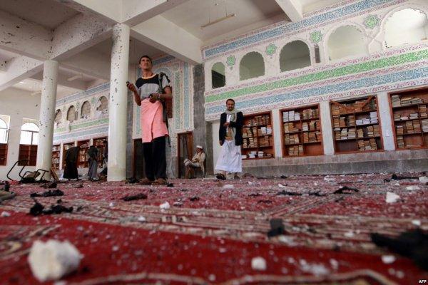 Жертвами взрыва у мечети в Йемене стали семь человек.