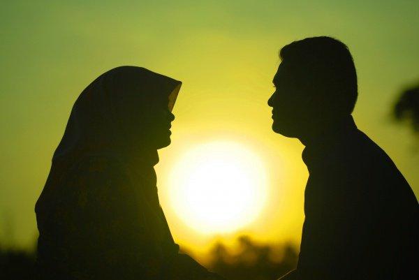 Мужчина, совершивший это, не может даже прикоснуться к своей жене