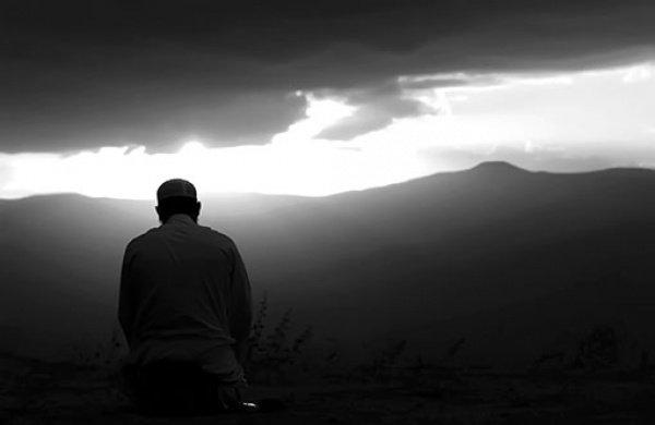 Того, кто часто просит Аллаха о прощении, Аллах освободит от любых переживаний