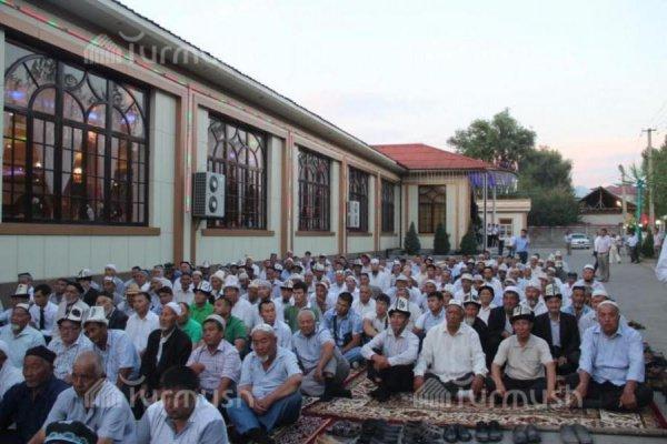 В Узбекистане публичные ифтары попали под запрет.