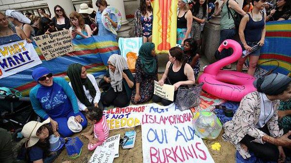 Акция протеста у французского посольства.