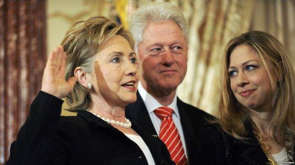 «Викиликс»: Катар пожертвовал Клинтонам неменее млн долларов
