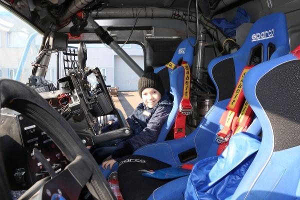 Риназ Шарифуллин в кабине знаменитого грузовика.