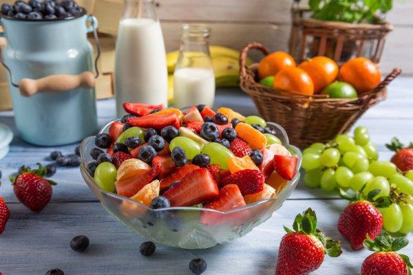 Отдавайте предпочтение нежирному мясу, молочным продуктам, а так же овощам и фруктам