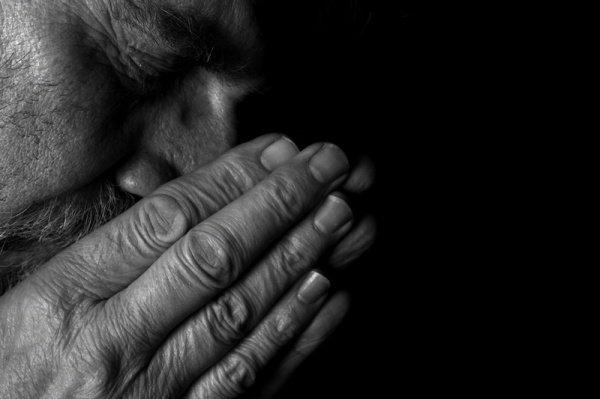 Пророку и верующим не подобает просить прощения для многобожников