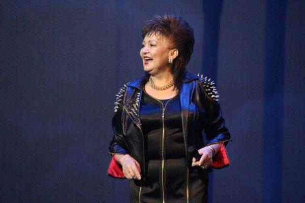 Хания Фархи (настоящее имя- Хания Биктагирова) родилась 30 мая 1960 года в Башкирской АССР