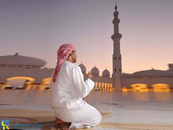 """..совершай мольбу Аллаху"""