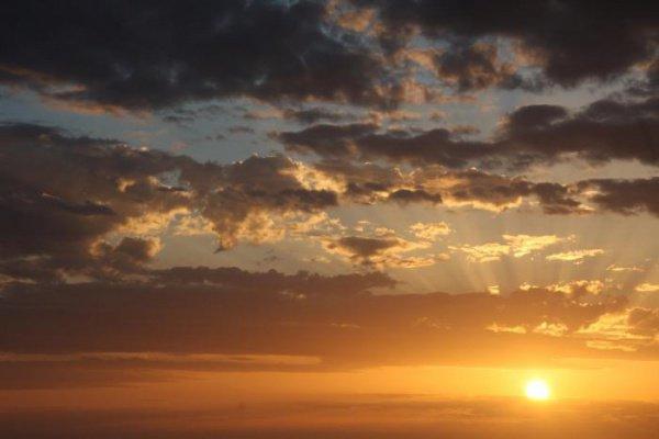Наступило утро, и солнце осветило все вокруг..