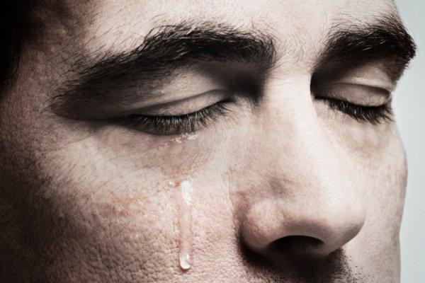 """""""Ты плачешь по тому, кто тебя не видит. Но при этом не вспоминаешь того, кто дал тебе глаза.."""""""