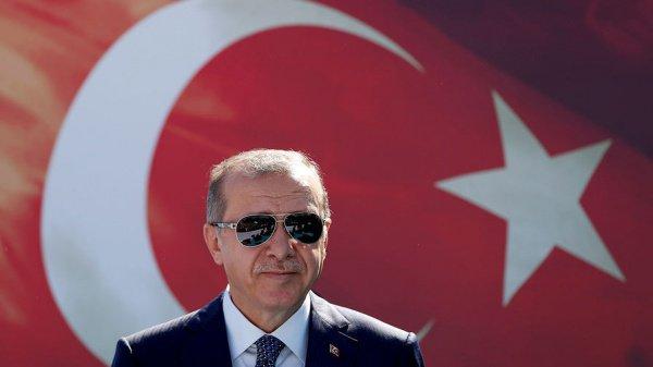Нови-Пазар украсили многочисленными красными транспарантами с приветствиями на турецком языке и изображением Эрдогана