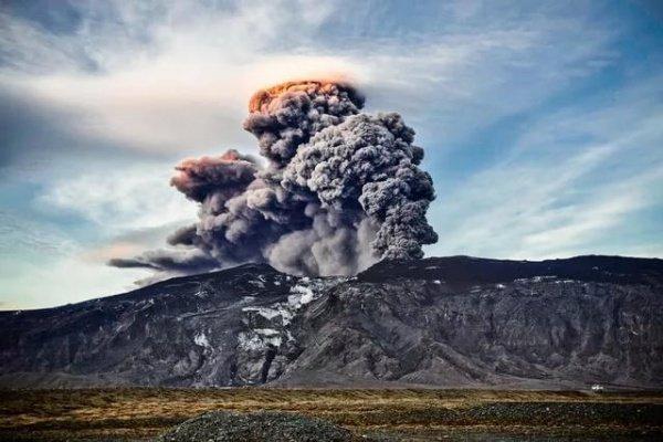 Геологи Исландии предупредили о вероятном извержении вулкана Эрайвайёкюдль