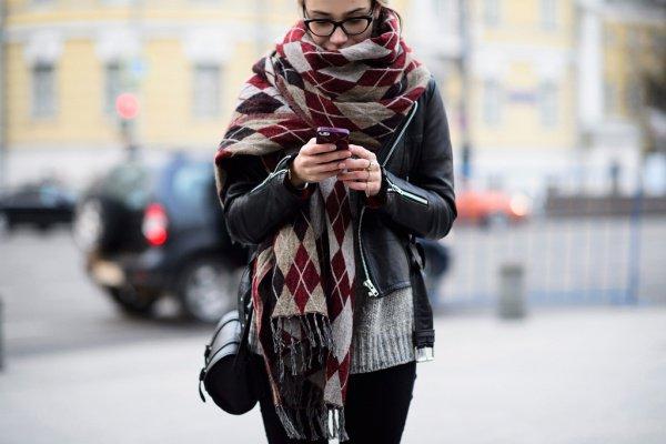 Тёплый шарф несомненно поможет избежать приступов астмы