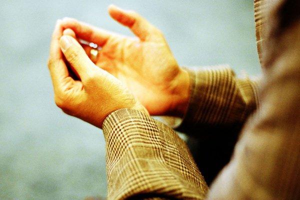 «О бани Исраил, не рассказывайте мудрость перед невеждами, ибо тогда вы принесете вред мудрости. Не запрещайте рассказывать мудрость тем, кто достоин слышать её, ибо тогда вы принесете вред им»