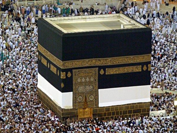 Хумайр ибн Ради сделал покрывало из самой дорогой ткани, украсив его золотыми и серебряными узорами