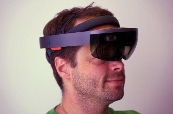Посредством очков виртуальной реальности будущие акушеры также могут принимать роды