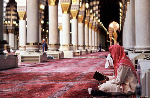 """""""Он приходит в мечеть только ради Всевышнего Аллаха, он является гостем Аллаха, пока не выйдет из мечети"""""""