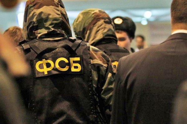 В настоящее время российские спецслужбы устанавливают связи подозреваемого с террористами ИГИЛ