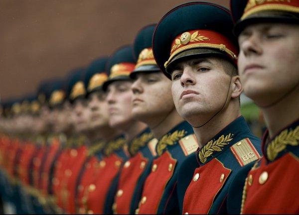 Российских военнослужащих будут учить патриотизму.