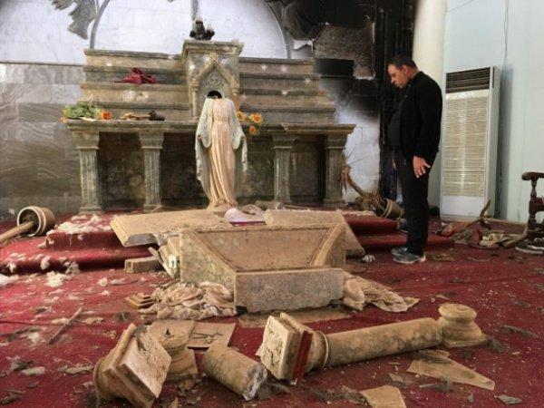 ИГИЛ разграбило и разрушило все христианские храмы на подконтрольных территориях.