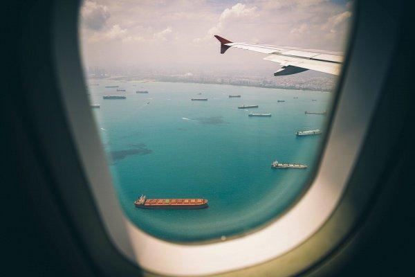 В соответствии с правилами авиакомпаний, цистерны с водой очищаются всего 4 раза в год