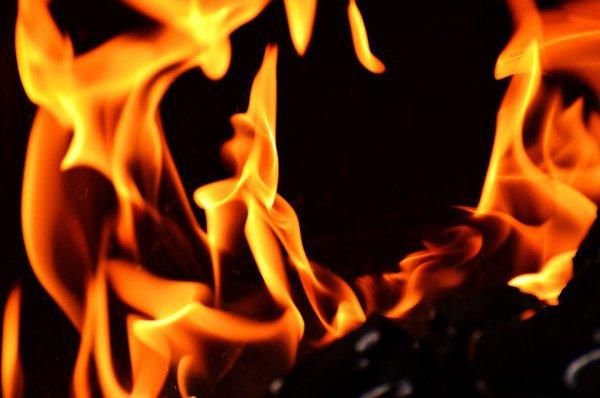 Пострадавших и жертв нет, причина пожара сейчас устанавливается