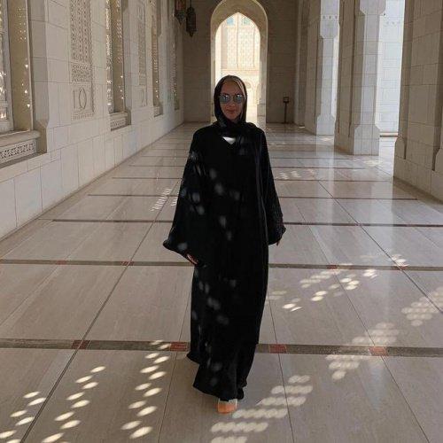 Лера Кудрявцева в мусульманском одеянии.
