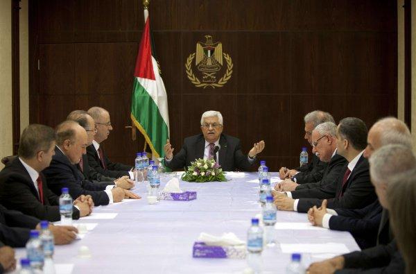 Махмуд Аббас принял отставку правительства.