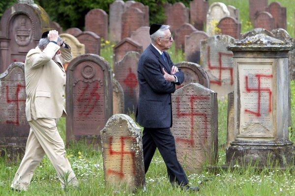 Во Франции резко возросло число антисемитских преступлений.
